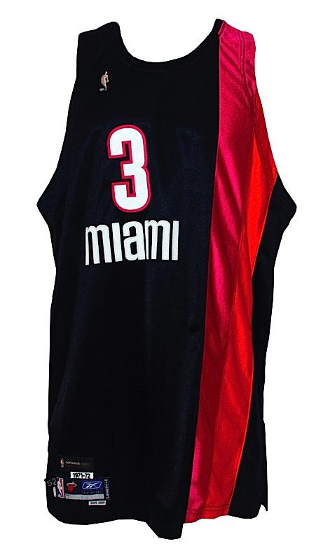 reputable site 50f68 a5f9b Lot Detail - 2005-2006 Dwayne Wade Miami Heat (1971-72 ...
