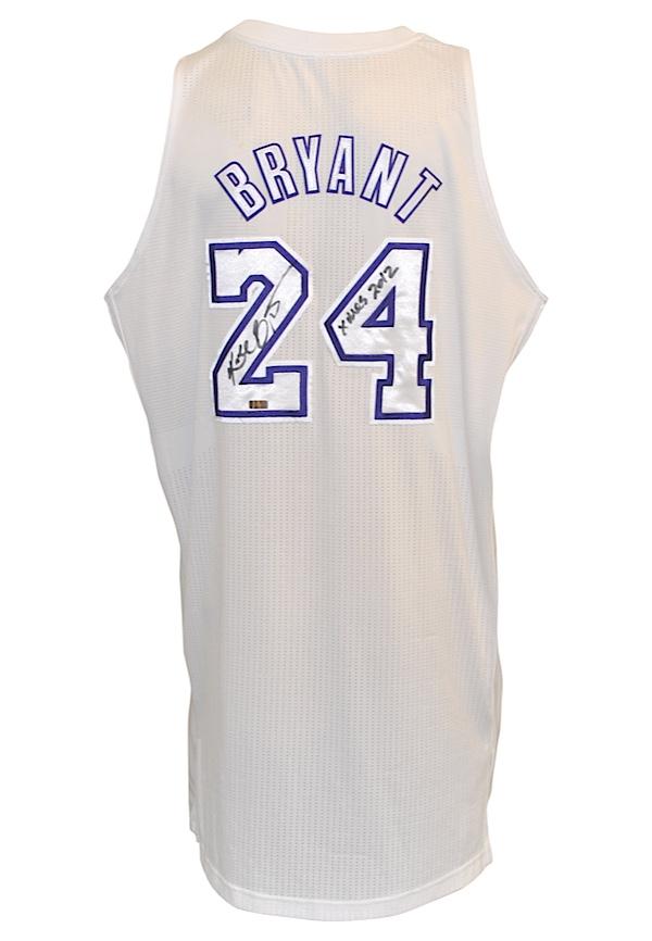 61e25cb6153 ... Lot Detail - 12252012 Kobe Bryant Los Angeles Lakers Christm ...