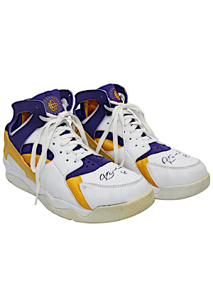 2003-04 Kobe Bryant LA Lakers Game-Used & Autographed Nike Air Huarache Shoes (Photo-Matched • MeiGray LOA)